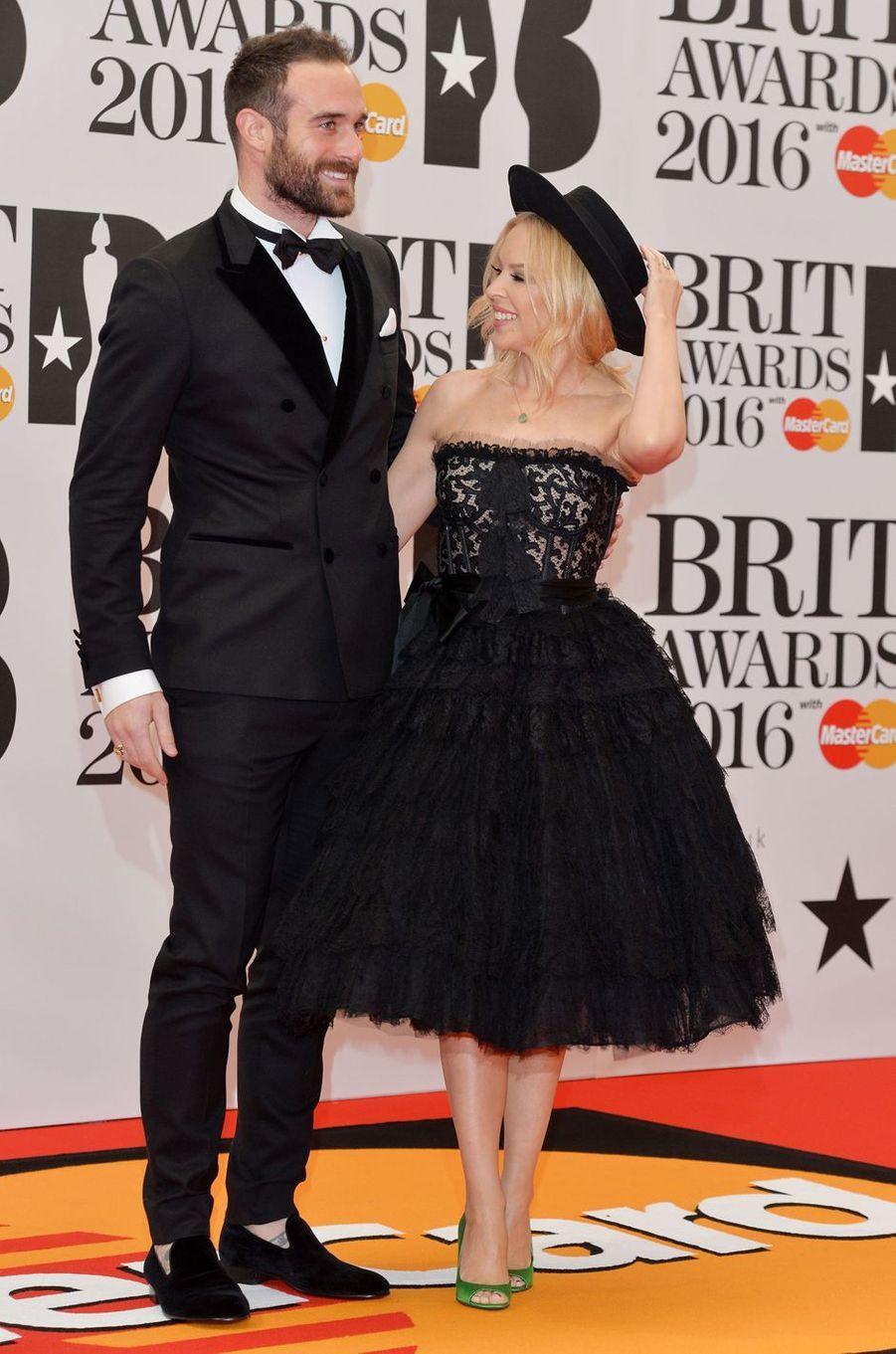 Kylie Minogue et son fiancé, Joshua Sasse, à Londres le 24 février 2016