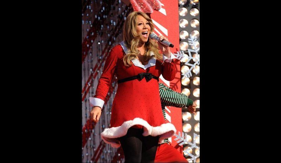 En décembre 2009, Mariah Carey s'était produite sur scène pour la parade de Noël à Disney World. La chanteuse et son époux Nick Canon ont accueilli des jumeaux, Moroccan et Monroe, le 30 avril.