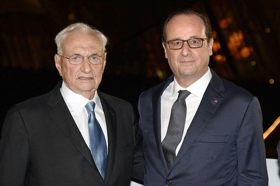 Frank Gehry et François Hollande à l'inauguration de la Fondation Louis Vuitton le 20 octobre 2014 à Paris