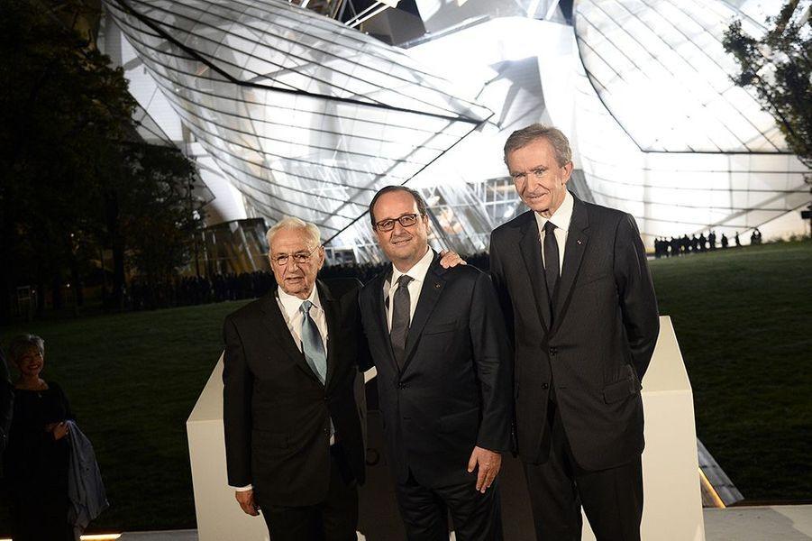 Frank Gehry, François Hollande et Bernard Arnault à l'inauguration de la Fondation Louis Vuitton le 20 octobre 2014 à Paris