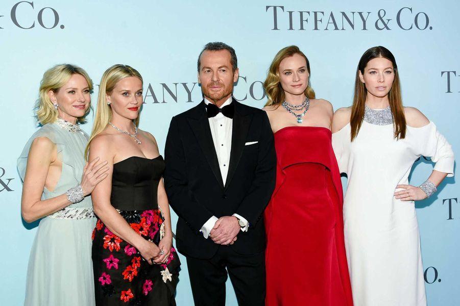 Le PDG de Tiffany & Co, Frederic Cumenal, entouré de Naomi Watts, Reese Witherspoon, Diane Kruger et Jessica Biel