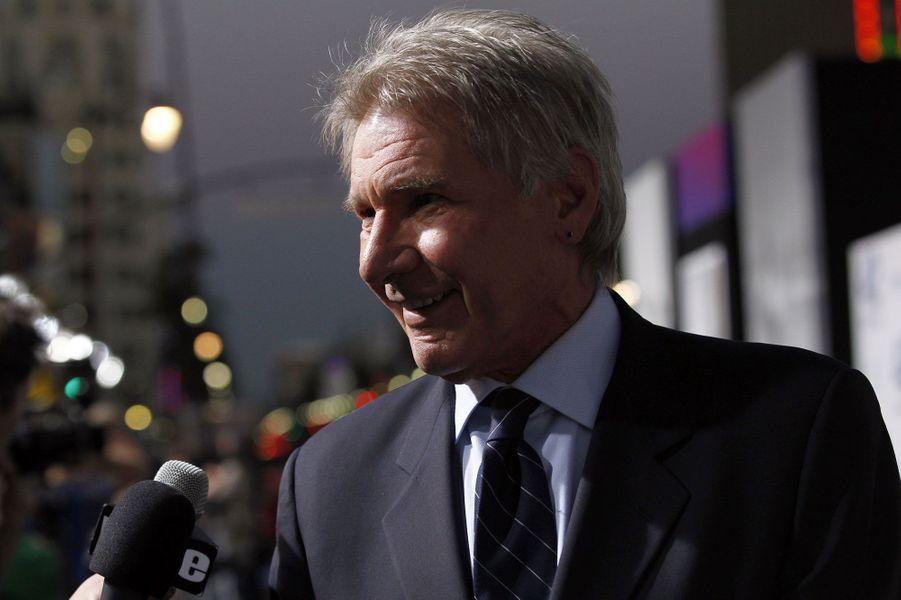 En plus d'être acteur, Harrison Ford pilote également des hélicoptères, et pas seulement pour que ses trajets soient plus rapides. En 2000, il a sauvé deux randonneurs en détresse. Un an plus tard, il a aidé un scout de 13 ans, perdu dans un parc national.