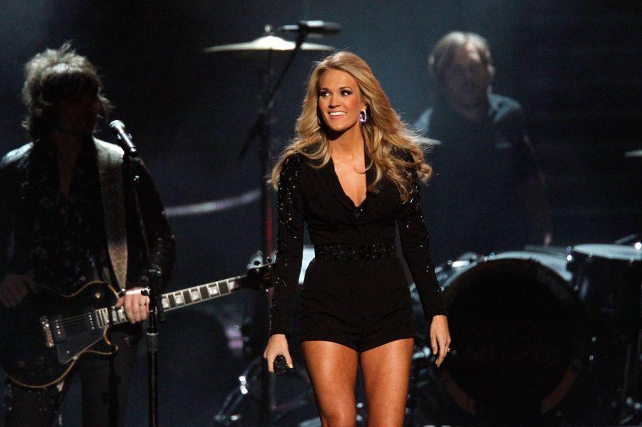 Presque inconnue en France, Carrie Underwood est aux Etats-Unis une institution de la country music. Depuis sa victoire en 2005 dans l'émission «American Idol», le succès de la chanteuse ne s'est jamais démenti. La preuve: Carrie a vendu plus de 16 millions d'albums en 10 ans et a remporté 58 récompenses dont des Grammy et des American Music Awards.