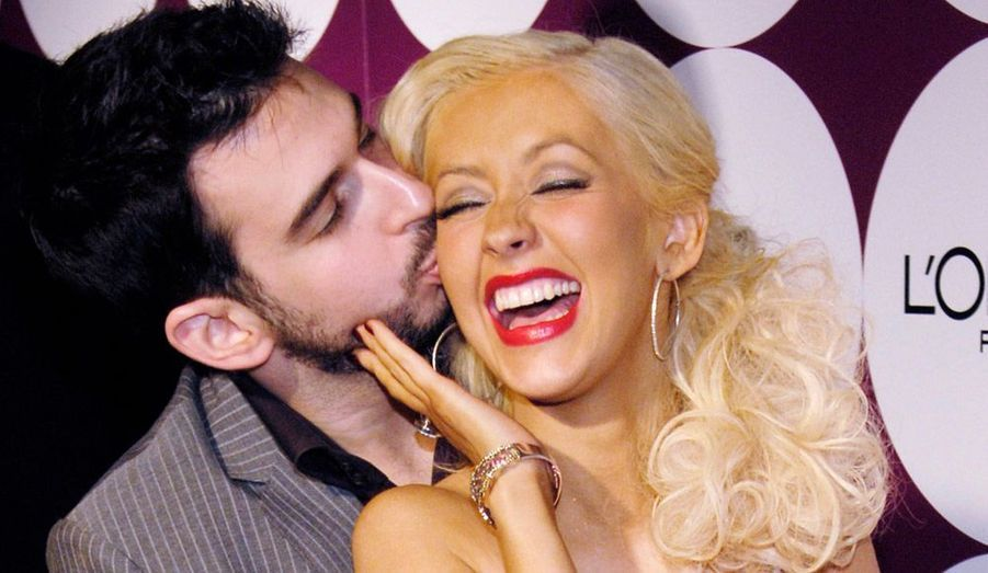 Christina Aguilera et Jordan Bratman sont officiellement divorcés depuis le 15 avril. Le couple avait annoncé sa séparation en octobre dernier, après cinq années de mariage, qui a donné naissance à un petit garçon d'aujourd'hui 3 ans, Max. Aguilera fréquenterait depuis Matthew Rutler, un assistant de plateau rencontré lors du tournage du film «Burlesque».
