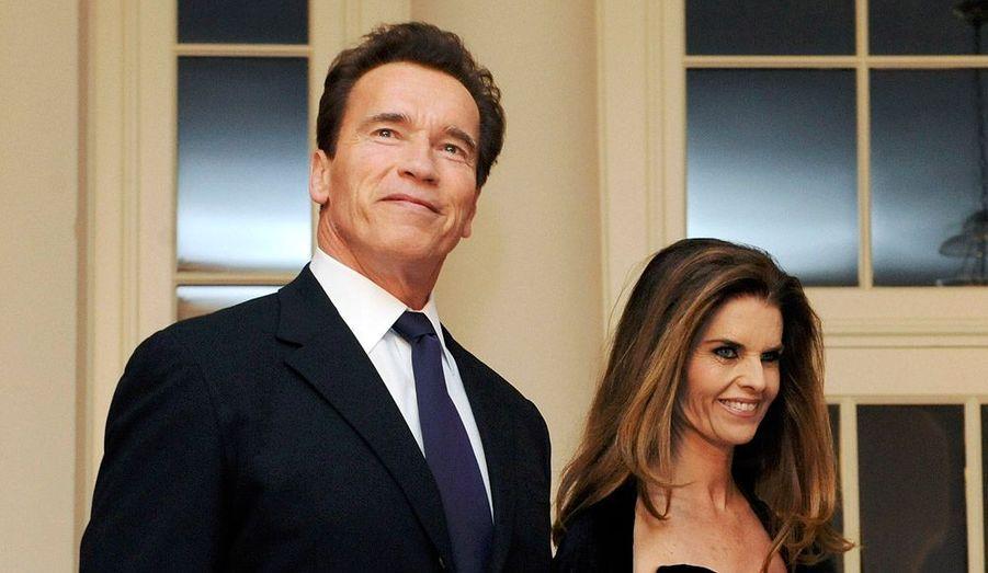 Après 25 ans de mariage et quatre enfants, Maria Shriver a déposé une demande de divorce le 1er juillet, un mois après avoir appris qu'Arnold Schwarzenegger avait eu un enfant illégitime avec leur employée de maison. Le garçon, âgé de 13 ans, s'appelle Joseph.