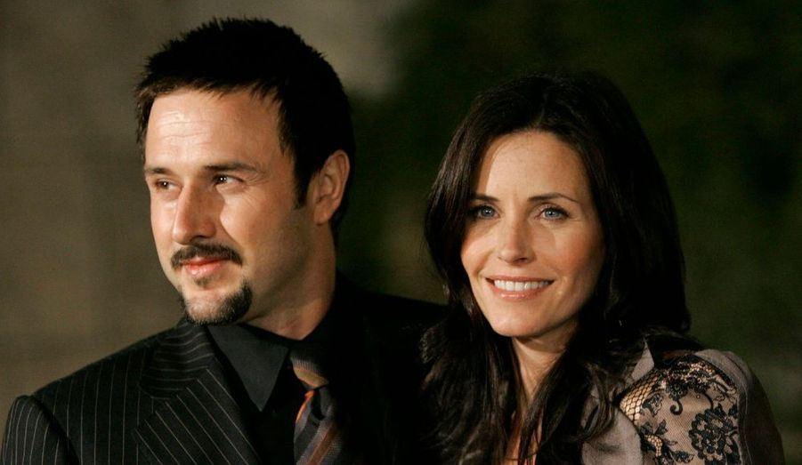 La star de Friends et l'acteur se sont unis le 12 juin 1999. Ils ont donné naissance le 13 juin 2004 à leur premier enfant, Coco Riley Arquette. Mais le 11 octobre 2010, après onze ans d'idylle, le couple se sépare.