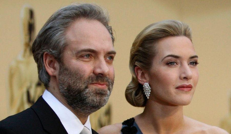 """L'actrice Kate Winslet et le cinéaste Sam Mendes se sont séparés après sept ans de mariage, en mars 2010. Ils se sont quittés en bons termes et ont cherché ensemble la meilleure solution pour leurs enfants. L'actrice américaine serait d'ailleurs sur le point de rejoindre son ex-mari Sam Mendes, sur le tournage du prochain James Bond en Angleterre. Kate Winslet a révélé que leurs enfants Joe – 7 ans – et Kate Mia – 10 ans- déménageront également avec elle, pour le temps du tournage. Pour le couple, réunir la famille est primordial car Sam """"ne pourra sûrement pas faire les allers-retours entre New-York et Londres."""" Malgré la scission, le couple a tenu à garder la famille soudée et, selon un ami de l'acteur, ils sont même prêts à retravailler ensemble si l'occasion se présentait. Ils s'étaient unis en 2003, après s'être rencontrés deux ans auparavant."""