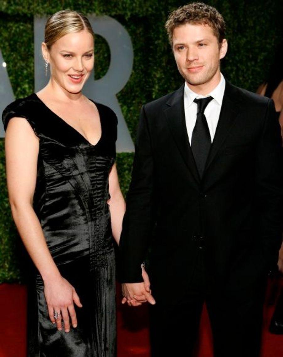 """Abbie Cornish a mis fin à leur relation qui aura duré quatre ans. """"Abbie a mis un terme à sa relation avec Ryan et a quitté leur maison"""", a en effet rapporté l'agent du comédien. Interrogé sur les rumeurs d'infidélités qui pèsent sur Ryan Phillippe depuis plusieurs mois, ce même agent a simplement répondu : """"No Comment"""". Les deux acteurs s'étaient rencontrés en 2006, sur le tournage de Stop-Loss, alors que le beau Ryan se remettait à peine de sa rupture avec Reese Witherspoon, après sept ans de mariage et deux enfants, Ava et Decon."""