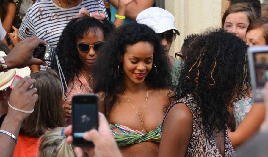 Rihanna séjourne à bord d'un yacht, Le Latitude, où son ex, Chris Brown, l'a rejointe…