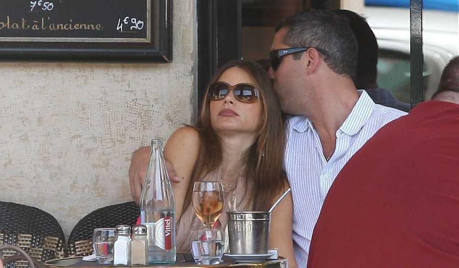 L'actrice a été vue en train de flâner avec Nick Loeb rue Saint-Honoré ou encore rue de Rivoli.