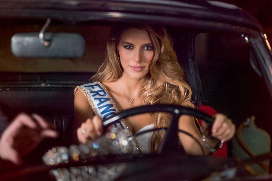 Au volant de ce bolide qui peut aller jusqu'à 400 km/h, une Miss moderne qui aime Beyoncé et les romans policiers.
