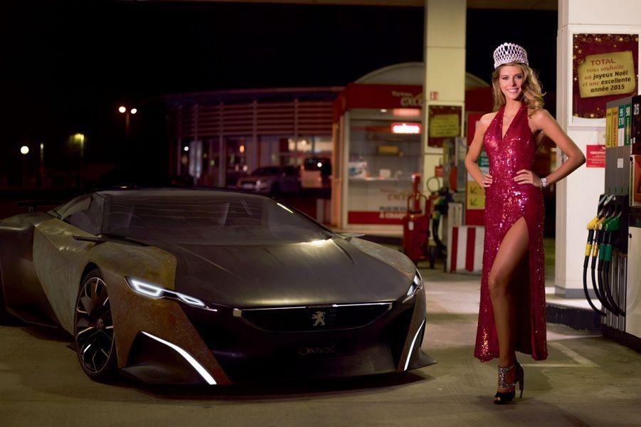 A côté de ce bolide qui peut aller jusqu'à 400 km/h, une Miss moderne qui aime Beyoncé et les romans policiers.