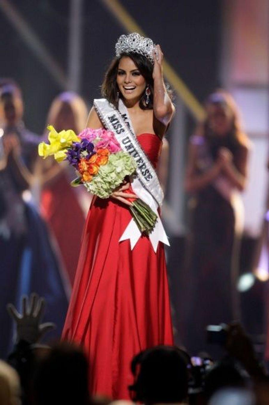 Le couronnement d'une jeune femme de Guadalajara