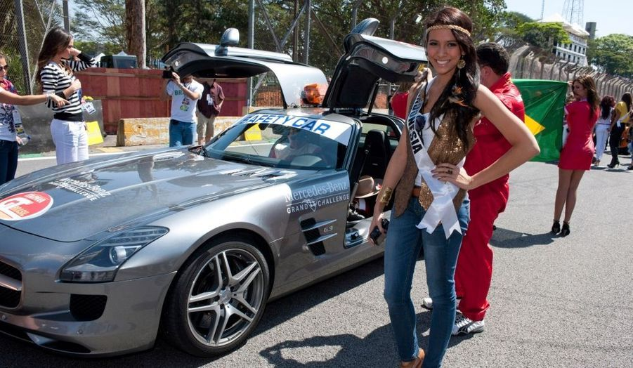Les Miss Univers aiment la course automobile