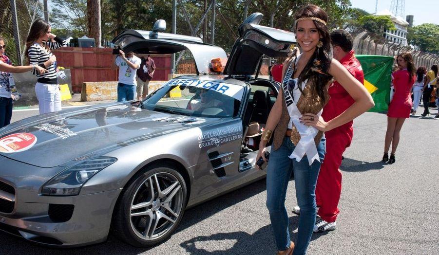 Les Miss Univers aiment la course automobile