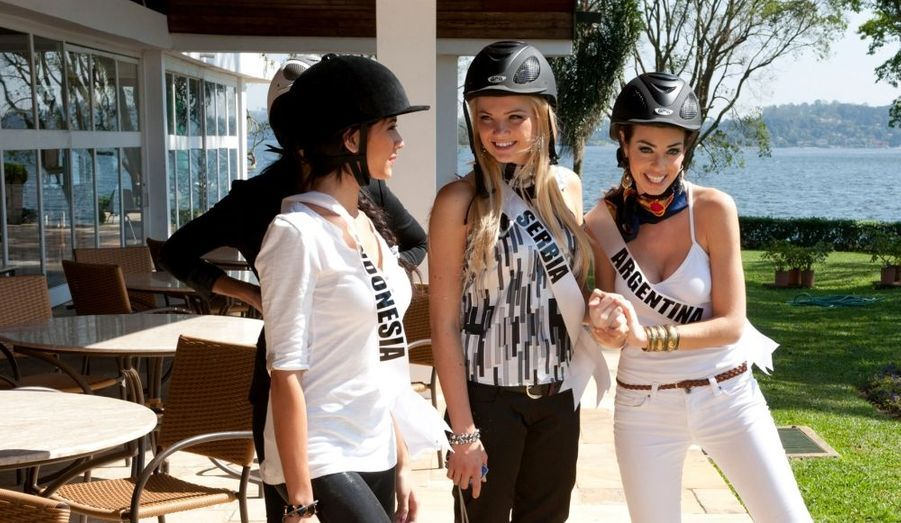 Les Miss Univers font du cheval