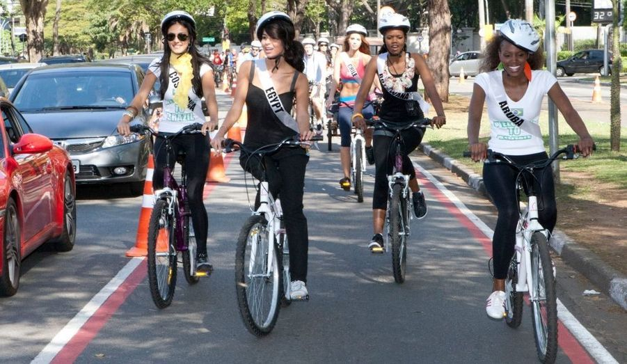 Les Miss Univers font du vélo