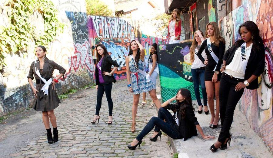 Les Miss Univers trainent dans la rue