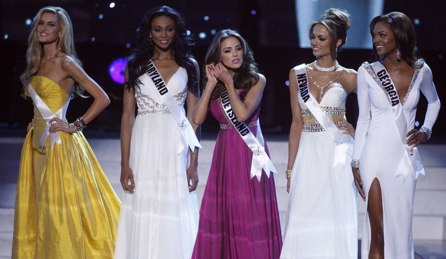Olivia Culpo en compagnie des quatre autres finalistes, Miss Ohio, Miss Maryland, Miss Nevada et Miss Georgie.