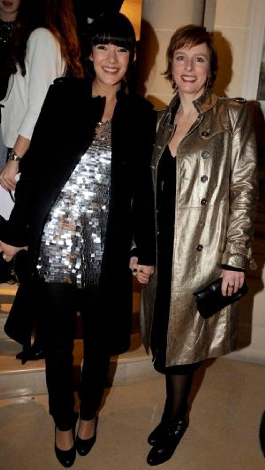 CopinesMélanie Doutey et Karin Viard ont apprécié la féminité des modèles.