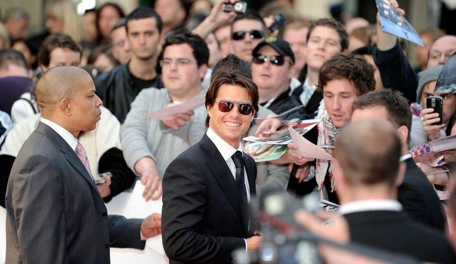 Tom Cruise et sa compagne, Katie Holmes, sont arrivés à la cérémonie avec un retard d'un quart d'heure, ce qui leur a permis d'avoir le tapis rouge pour eux tout seuls. La star de Mission Impossible a tout de même pris le temps de signer quelques autographes.