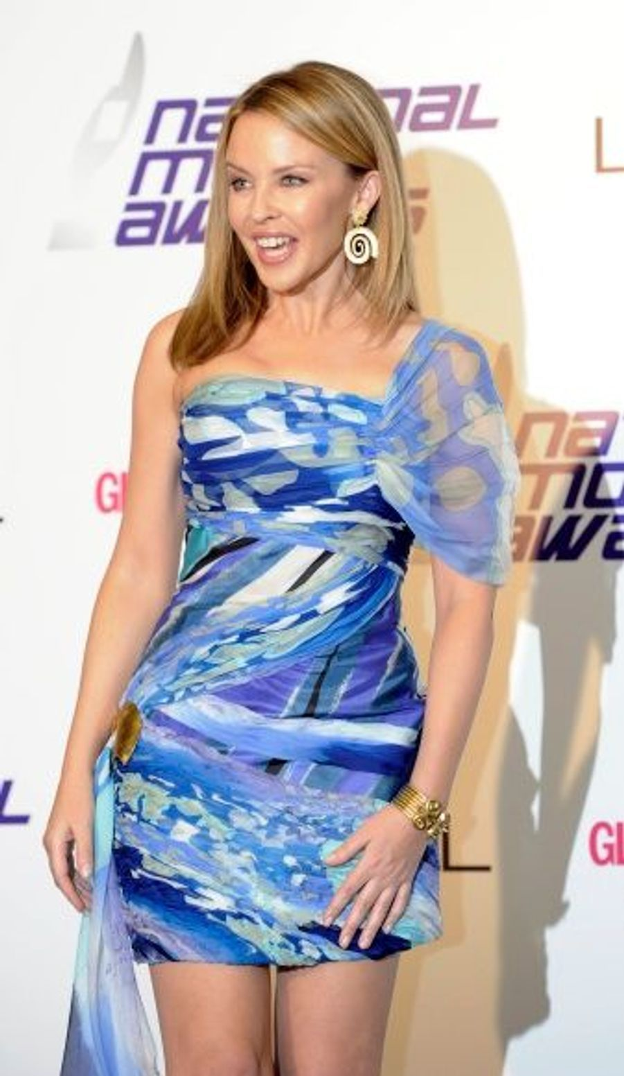 Dans une robe qui mettait parfaitement en valeur son physique, Kylie Minogue a, comme d'habitude, fait sensation sur le tapis rouge.