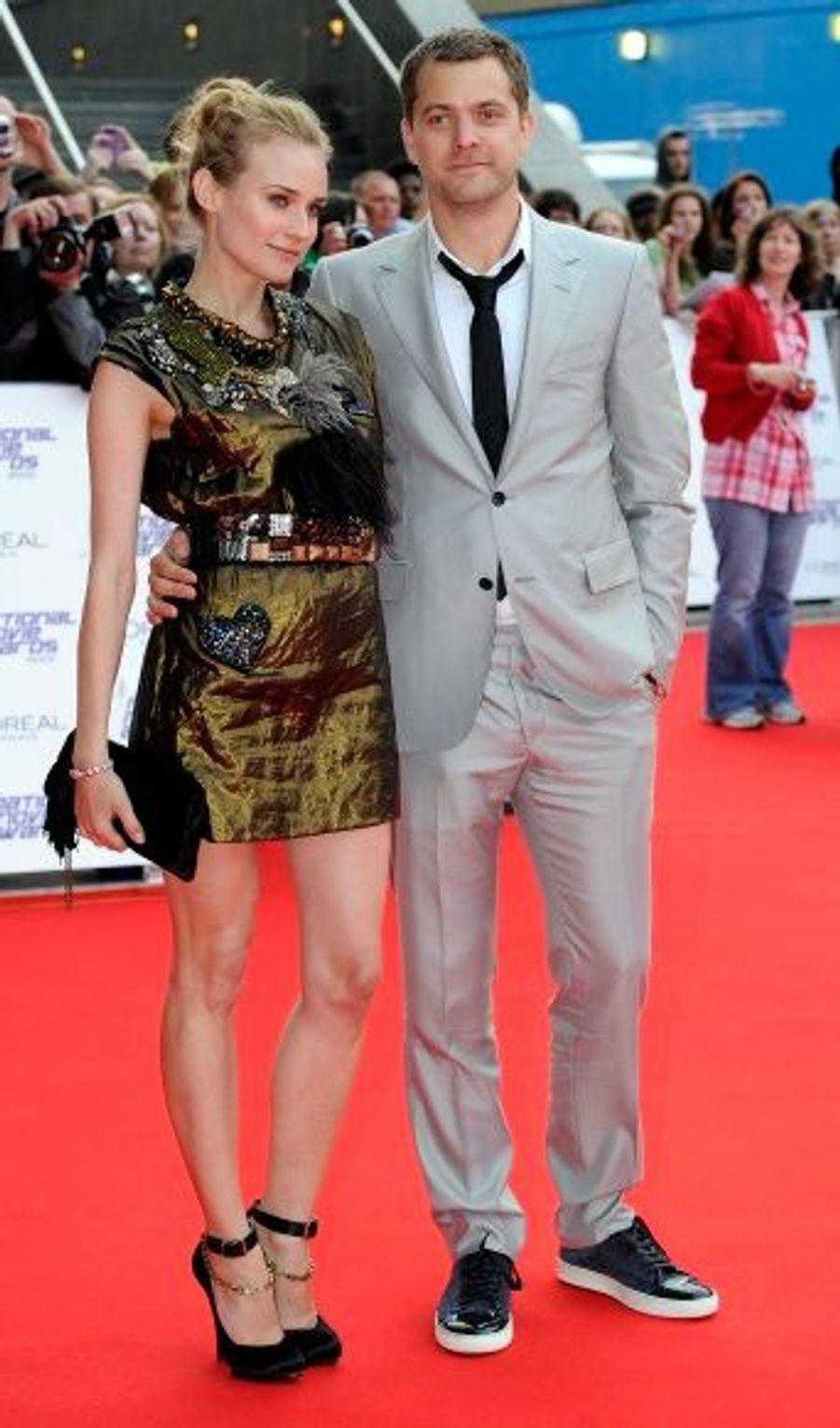 Toujours aussi classe, Diane Kruger a foulé le tapis rouge au bras de son compagnon, l'acteur Joshua Jackson.