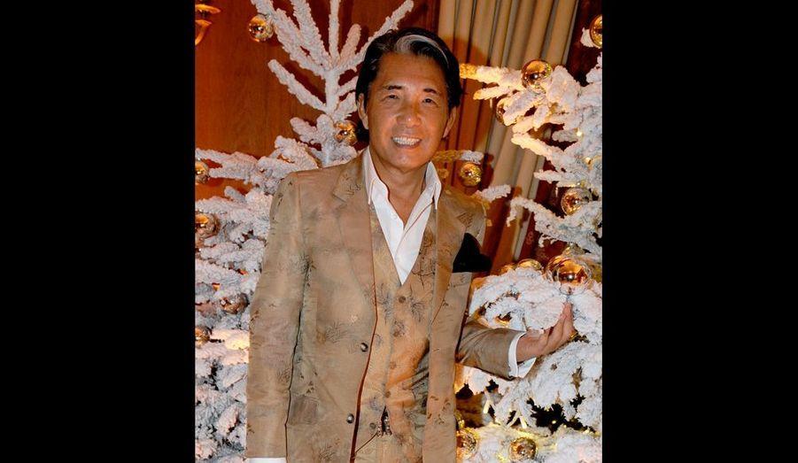 Il a vendu sa sublime maison nichée au cœur de la Bastille à un prix pharaonique ! Celui qui « veut tourner la page et vivre plus libre » est un retraité heureux qui voyage beaucoup au Japon et dans les pays chauds car il n'aime pas le froid. Débarrassé aussi de sa société de prêt-à-porter chic (Kenzo Takada) qu'il a vendue, il profite aujourd'hui de la vie.