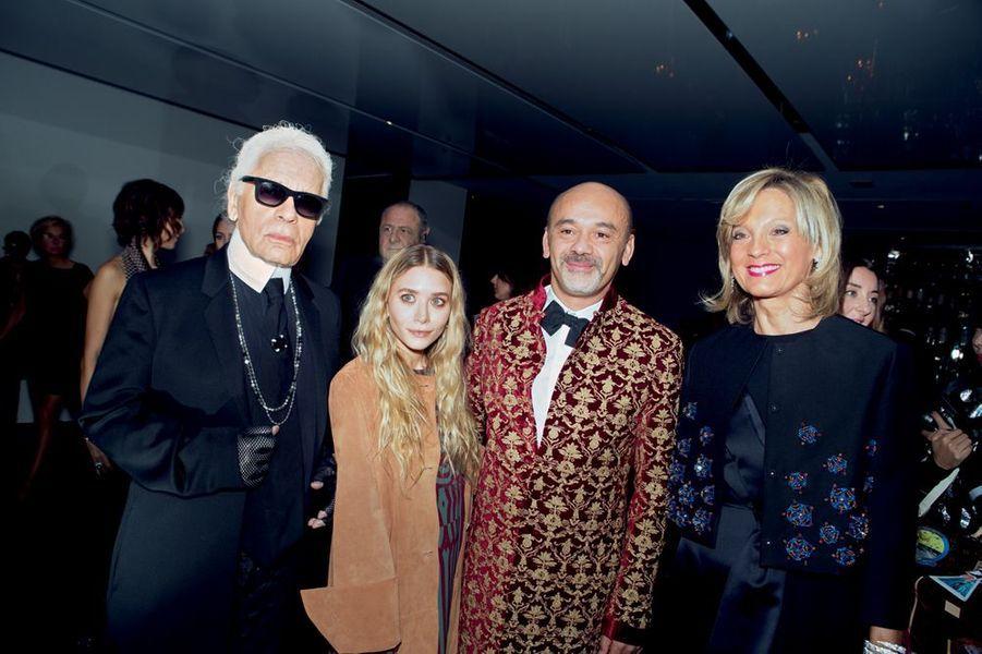 Karl Lagerfeld, la styliste Ashley Olsen, Christian Louboutin, qui a créé pour « Une célébration du Monogram » un Caddie, et Hélène Mercier-Arnault.