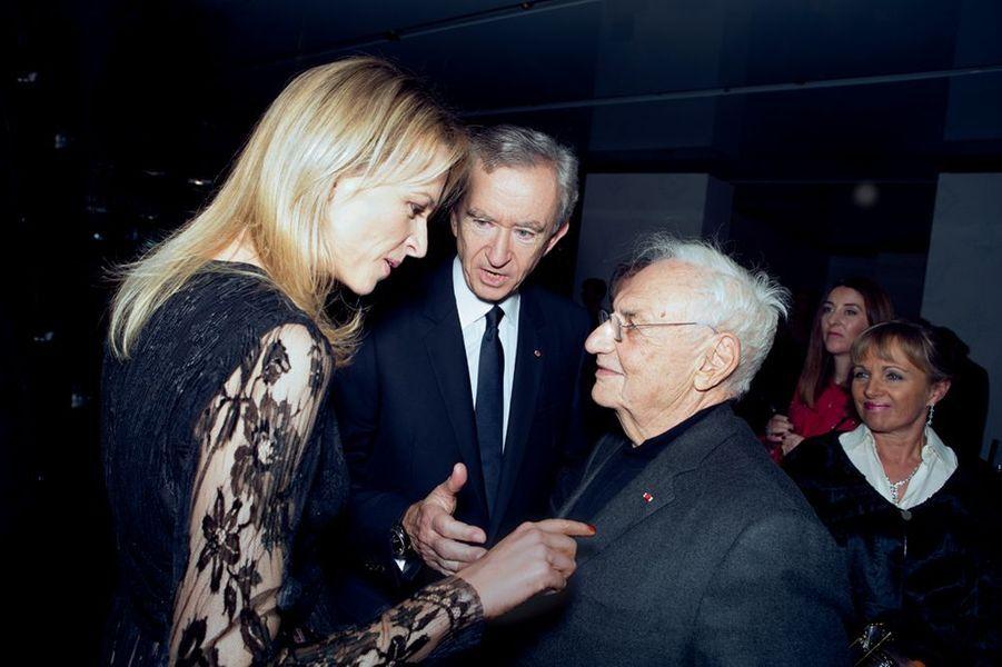 Delphine et Bernard Arnault avec Frank Gehry, l'architecte de la Fondation Louis Vuitton.