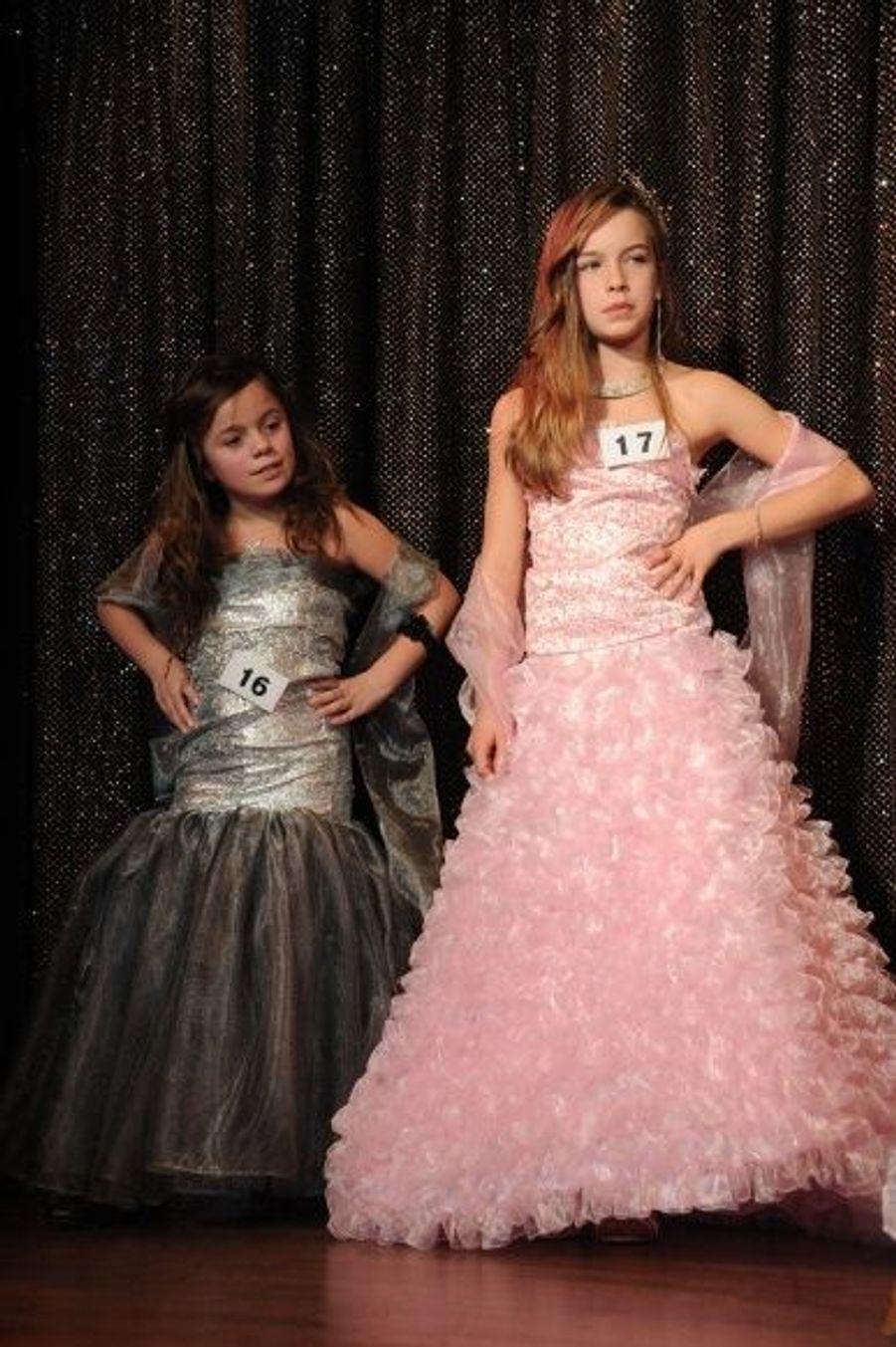 Les tenues des Minis Miss ont de quoi faire rêver toutes les petites filles. Qu'elle soient roses, à froufrous ou à dentelle, ces robes sont dignes d'un vrai conte de fée.