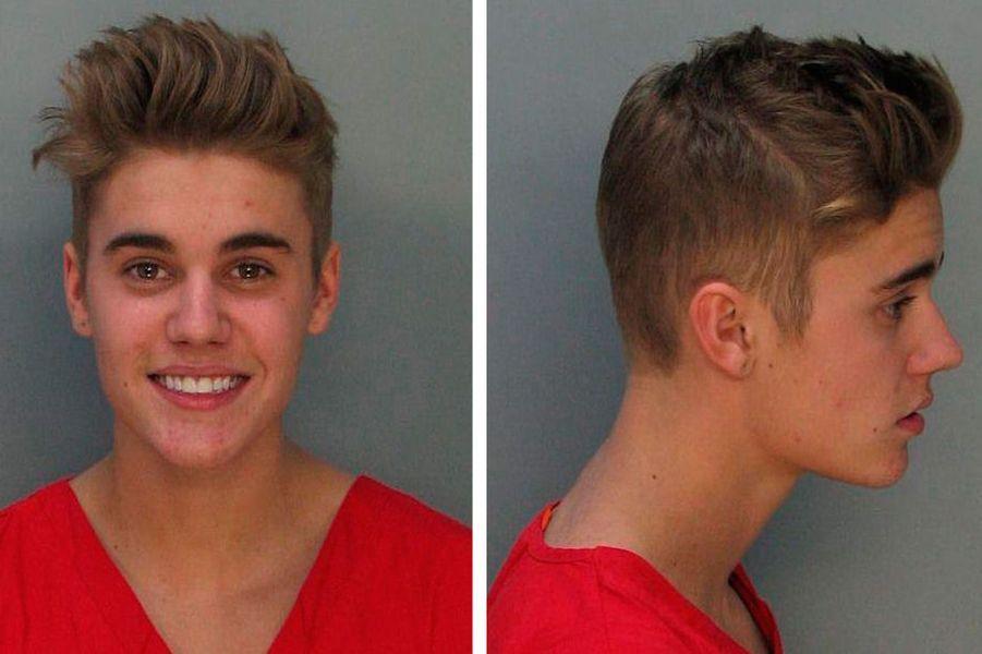 Jeudi, Justin Bieber a été arrêté par la police pour conduite sous emprise d'alcool et de drogue. Son «mug shot», célèbre cliché pris par les forces de police, a été largement moqué sur le web. Montrant son plus beau sourire, le chanteur de 19 ans semble fier de son arrestation. Les archives de police regorgent de ces clichés de stars qui se sont fait pincer pour conduite en état d'ivresse, excès de vitesse, outrage à agent ou dans une situation compromettante avec une prostituée. Florilège.