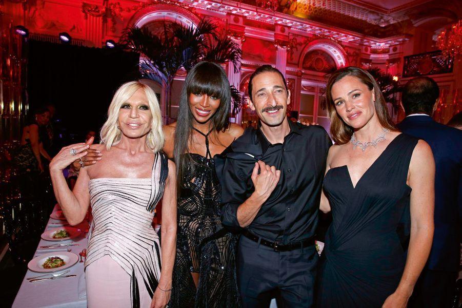 Donatella Versace, Naomi Campbell, Adrien Brody, Jennifer Garner.