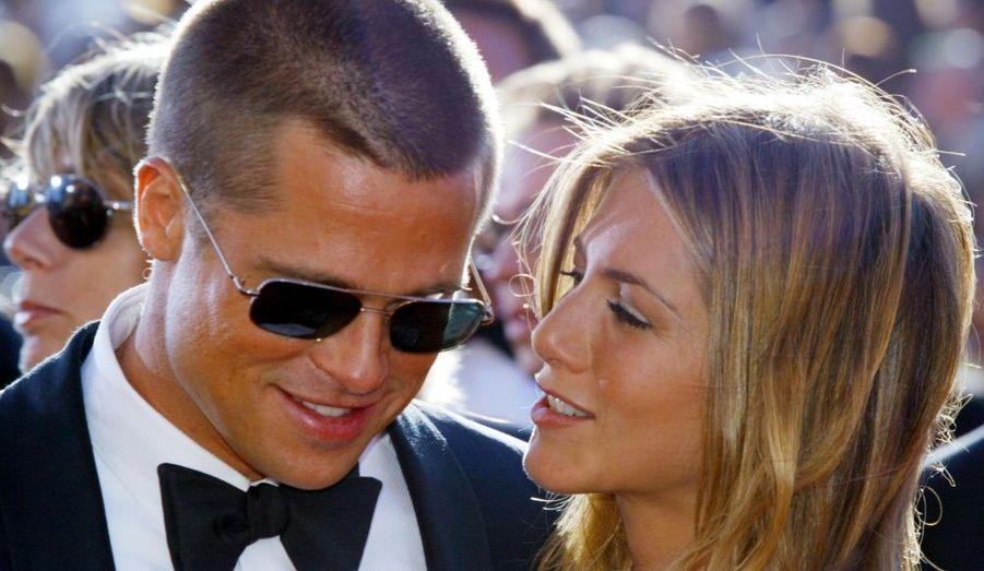 Trois ans après s'être rencontrés via leurs agents, Brad Pitt et Jennifer Aniston se mariaient à Malibu devant 200 convives. La cérémonie s'est déroulée dans la propriété d'un ami des deux acteurs, redécorée pour l'occasion de bougies et fleurs, qui auraient coûtées à elles seules 50 000 dollars. Une somptueuse tente avait été dressée sur le domaine, où un chef d'orchestre et un chœur d'église assuraient la musique. Toutes les personnalités de la télévision et du cinéma étaient présentes. Le conte de fées pris fin en 2005, lorsque Brad Pitt a succombé au charme d'Angelina Jolies sur le tournage de Mr &Mrs Smith.
