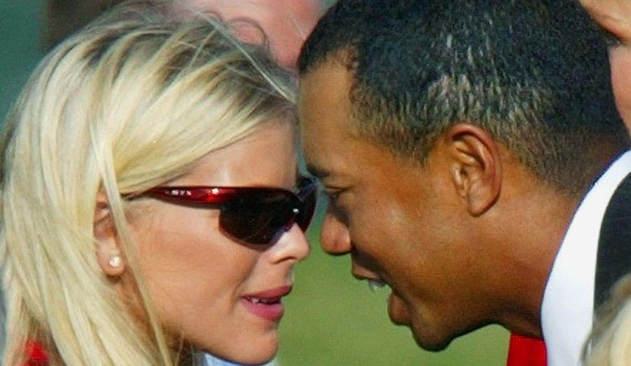 Tiger Woods et Elin Nordegren se sont mariés en toute intimité dans les Caraïbes en octobre 2004. La cérémonie s'est déroulée au luxueux hôtel Sandy Lane devant près de deux cent invités, parmi lesquels de nombreuses personnalités sportives et du showbizness. La réception respectait les traditions culinaires de l'île, avec au menu poisson et crustacés, le tout agrémenté de champagne. Le golfeur avait loué le complexe hôtelier et ses chambres – de 700 à 9000 dollars la nuit- durant une semaine. Le scandale sexuel de Tiger Woods aura finalement eu raison de leur mariage cinq ans plus tard.