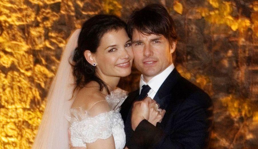Six mois après la naissance de leur fille Suri, Tom Cruise et Katie Holmes se sont mariés le dans le château médiéval d'Odescalchi, en Italie. La cérémonie a été célébrée selon les rites de la scientologie devant plus de 150 invités, parmi lesquels David et Victoria Beckham, Jim Carrey, Will Smith, ou encore Andrea Boccelli, qui a chanté lors de la bénédiction. Hormis la location du château –estimée à 50 000 dollars- c'est surtout les tenues qui ont coûté cher au couple star, Giorgio Armani ayant confectionné les robes et costumes de chaque convive.
