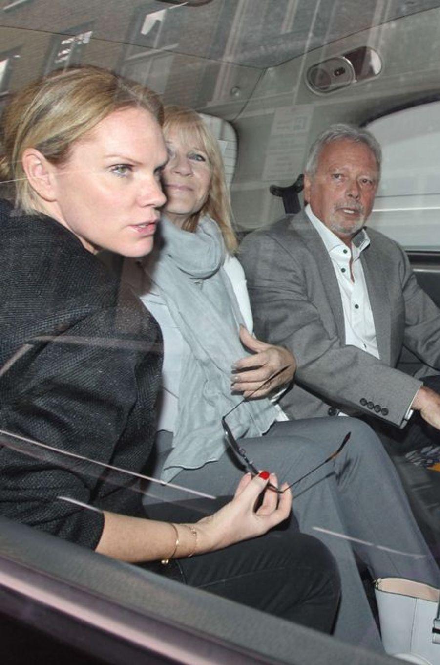 Louise, Sandra et Tony Adams lors de l'ouverture de la boutique londonienne de Victoria Beckham ce 25 septembre 2014.
