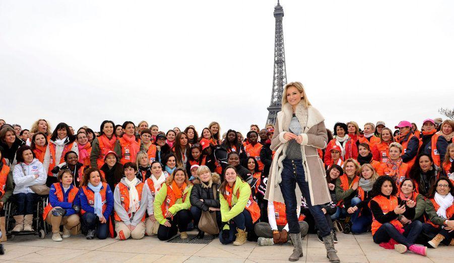 Le coup d'envoi du 23e Rallye Aicha des Gazelles a été donné, samedi au Tocadéro à Paris, en présence de la marraine de l'édition 2013, Adriana Karembeu. L'ambassadrice de la Croix Rouge encouragera par ailleurs sa sœur, Natalia Dingé Sklenarikova qui repart sur le circuit des Gazelles pour la 3e année consécutive, et tiendra une chronique quotidienne sur M6. Au total, 300 participantes de tous horizons, représentant 23 nationalités différentes, participeront à ce célèbre raid automobile féminin, qui se déroulera dans le désert marocain jusqu'au 30 mars. Rappelons que la course est aussi engagée pour le développement durable et se mobilise autour d'un problème de santé publique puisque la Caravane médicale Cœur de Gazelles se rendra dans des régions reculées du sud du Maroc, avec le soutien du gouvernement marocain.