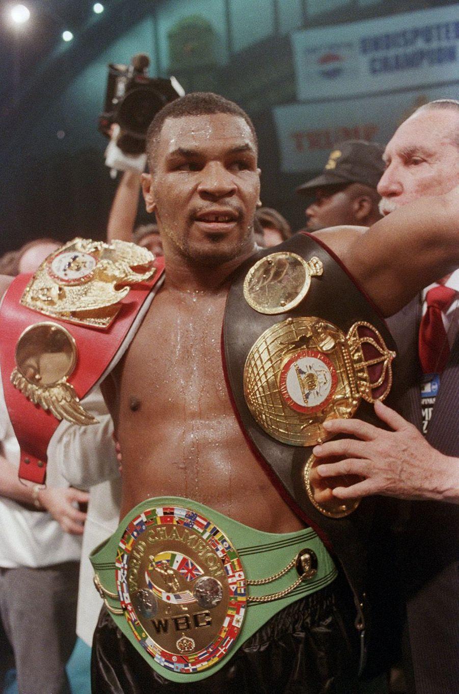 Mike Tyson champion du monde pour la troisième fois, 1988