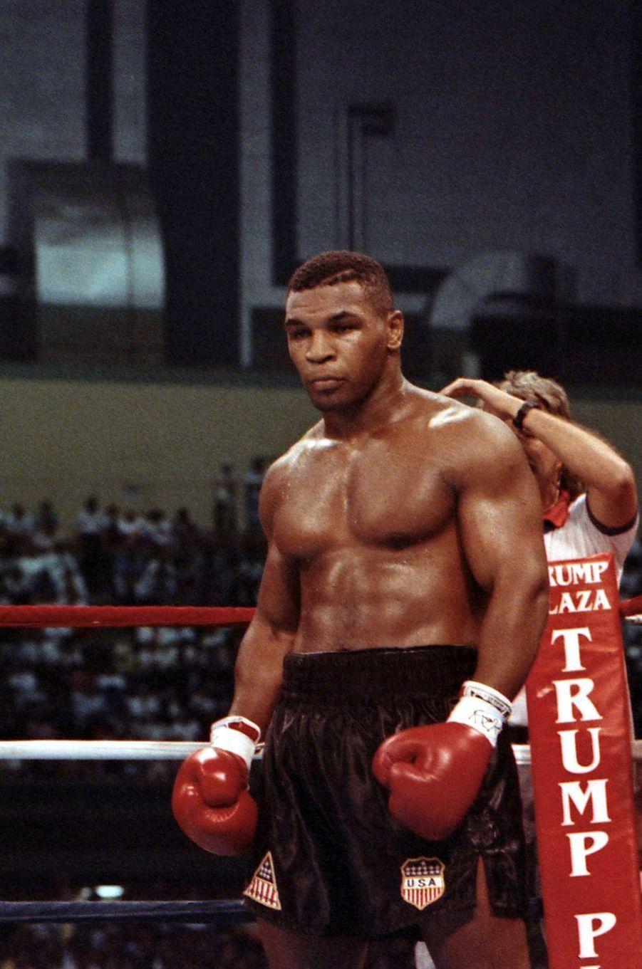 Mike Tyson sur le ring en juillet 1989.