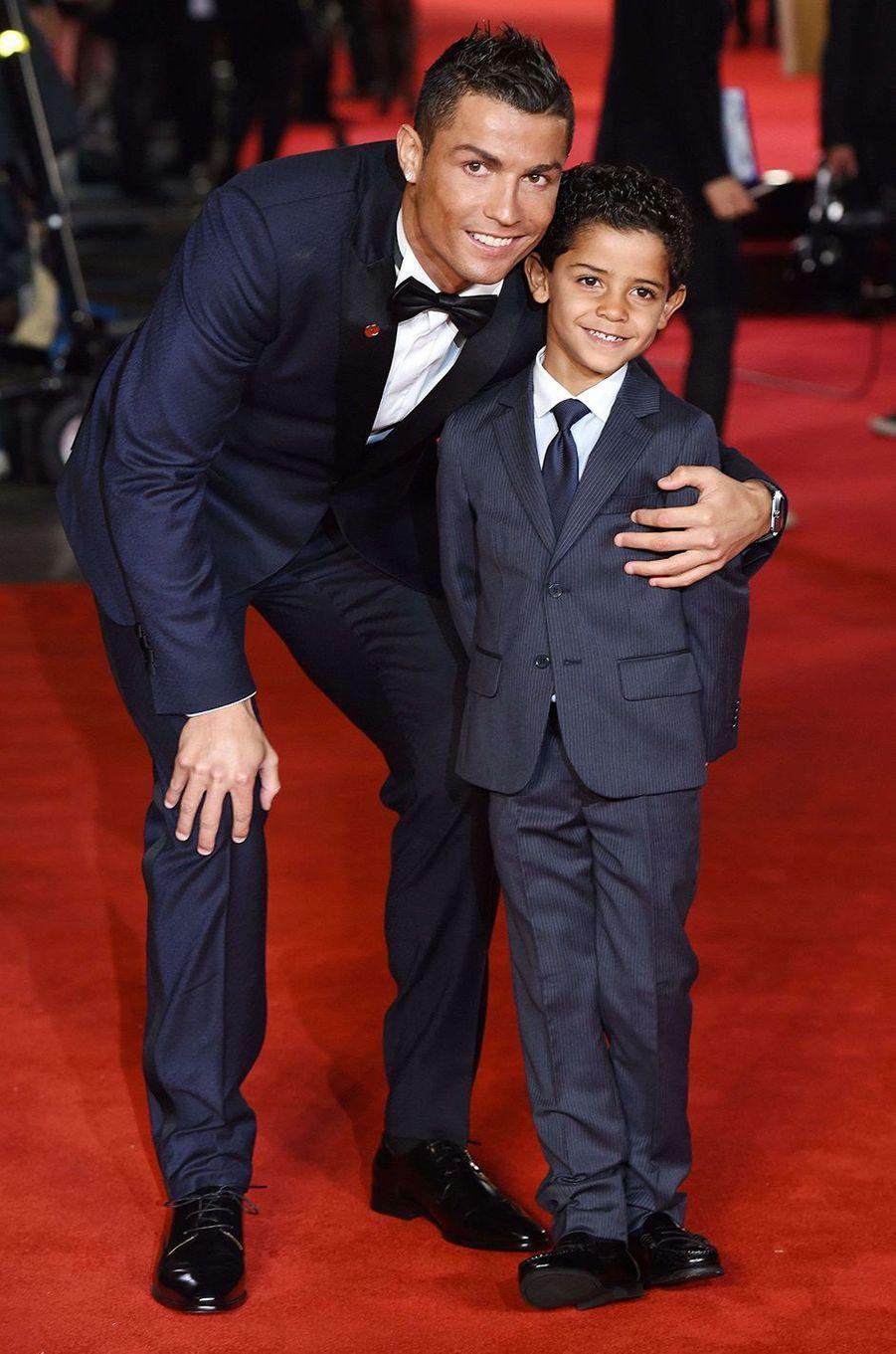 Cristiano Ronaldo et son fils.