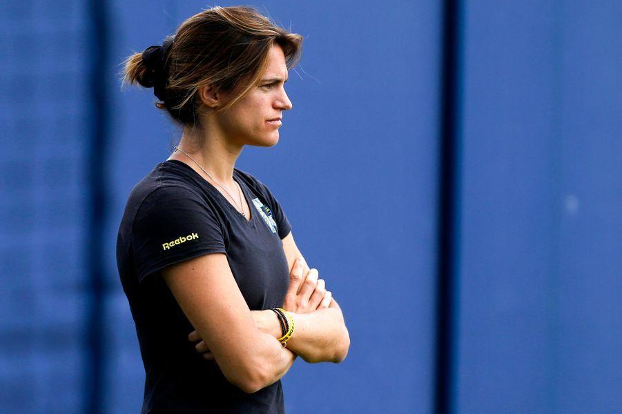 Double peine pour la championne de tennis. En octobre 2011, la sportive se fait arrêter deux fois de suite à quinze minutes d'intervalle pour excès de vitesse dans saPorsche 911.
