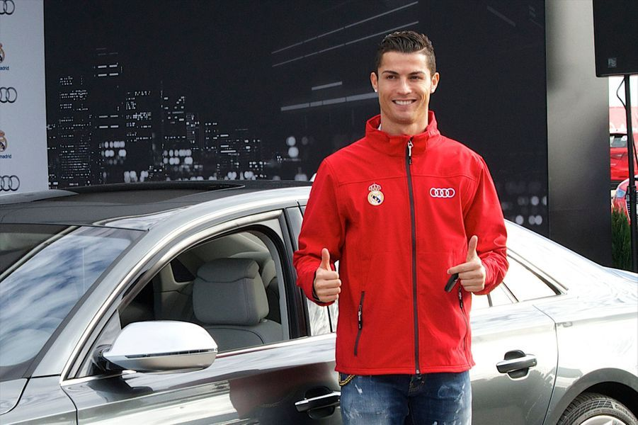 Amateur de bolides, le sportif est arrêté une première fois en 2010 au volant de sa Lamborghini Aventador pour excès de vitesse. Il commet un nouvel écart en 2013 à Madrid.