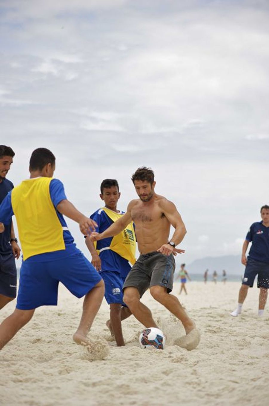 Match de foot improvisé sur la plage de Barra