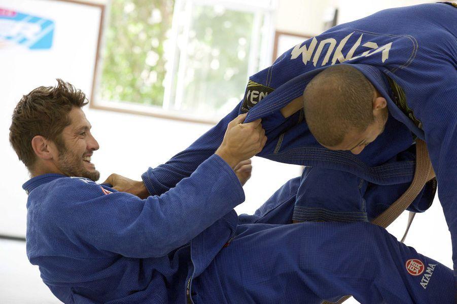 Mise en pratique pour Bixente Lizarazu en stage intensif de Jiu-Jitsu avec José Aldo