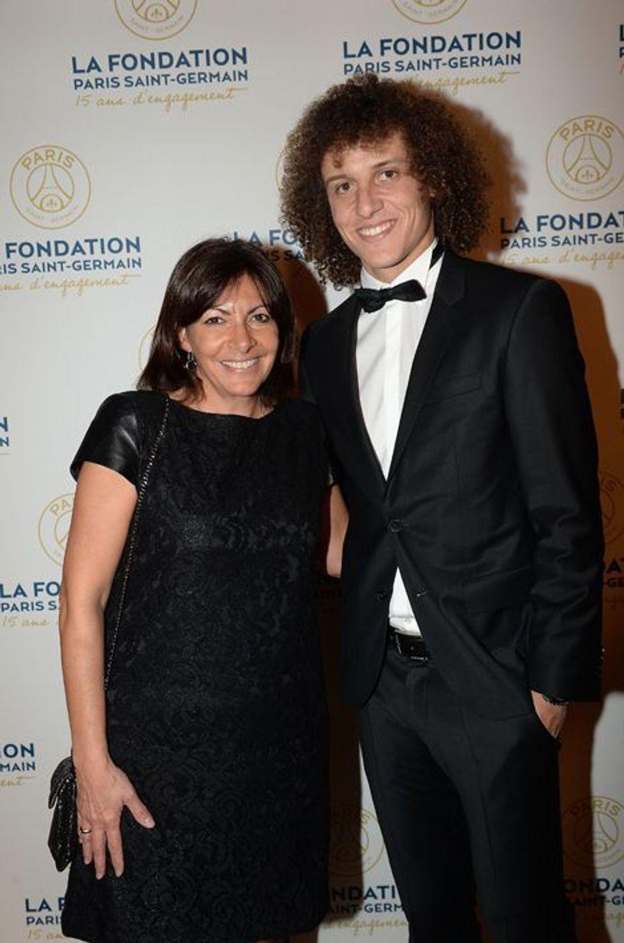 Anne Hidalgo et David Luiz au gala de la Fondation PSG