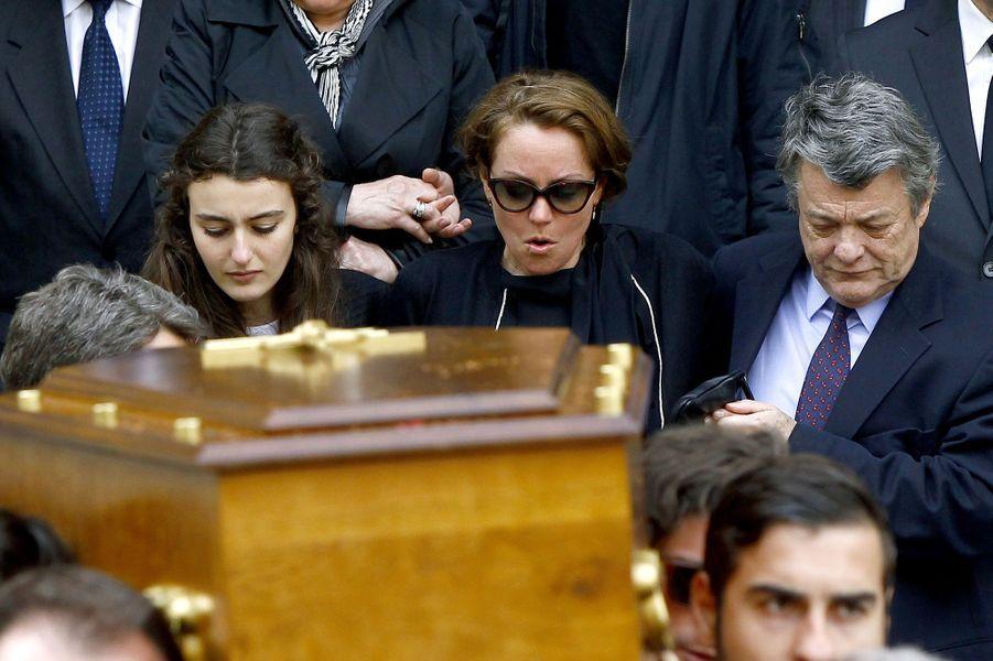 Cendrine Dominguez, entourée de sa famille et de Jean-Louis Borloo
