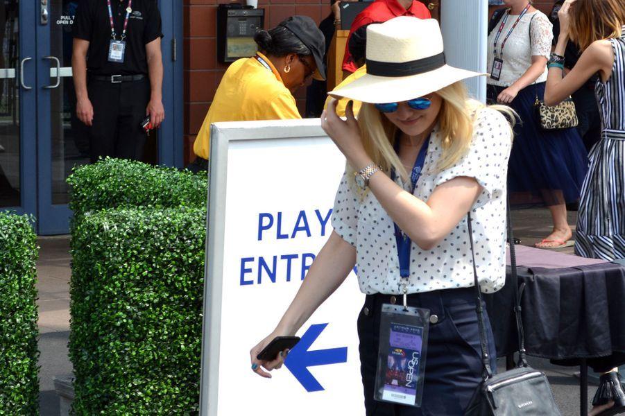 L'actrice Dakota Fanning arrive à l'US Open 2015 mardi dernier.