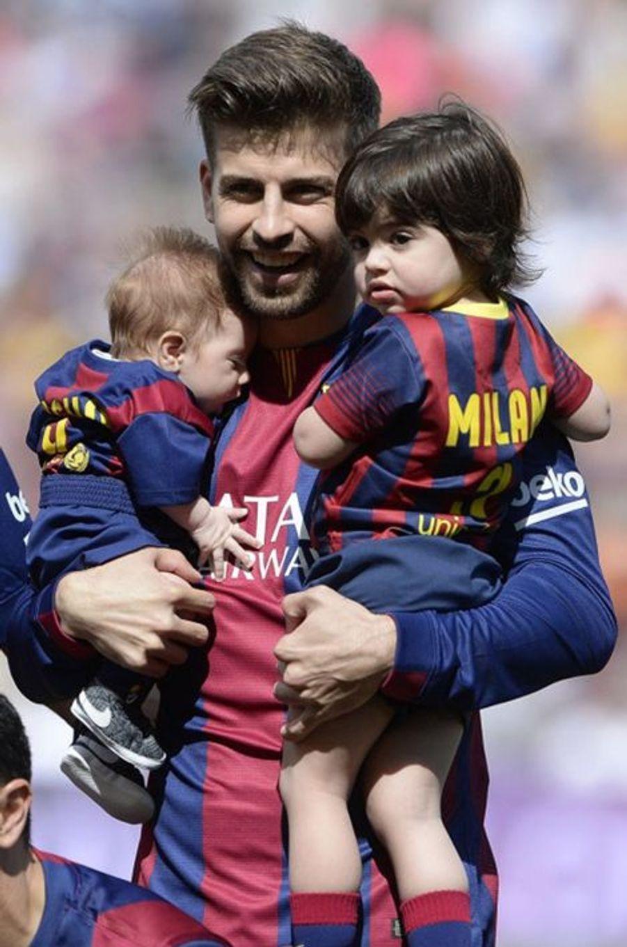 Gerard Piqué et ses fils, Milan et Sasha
