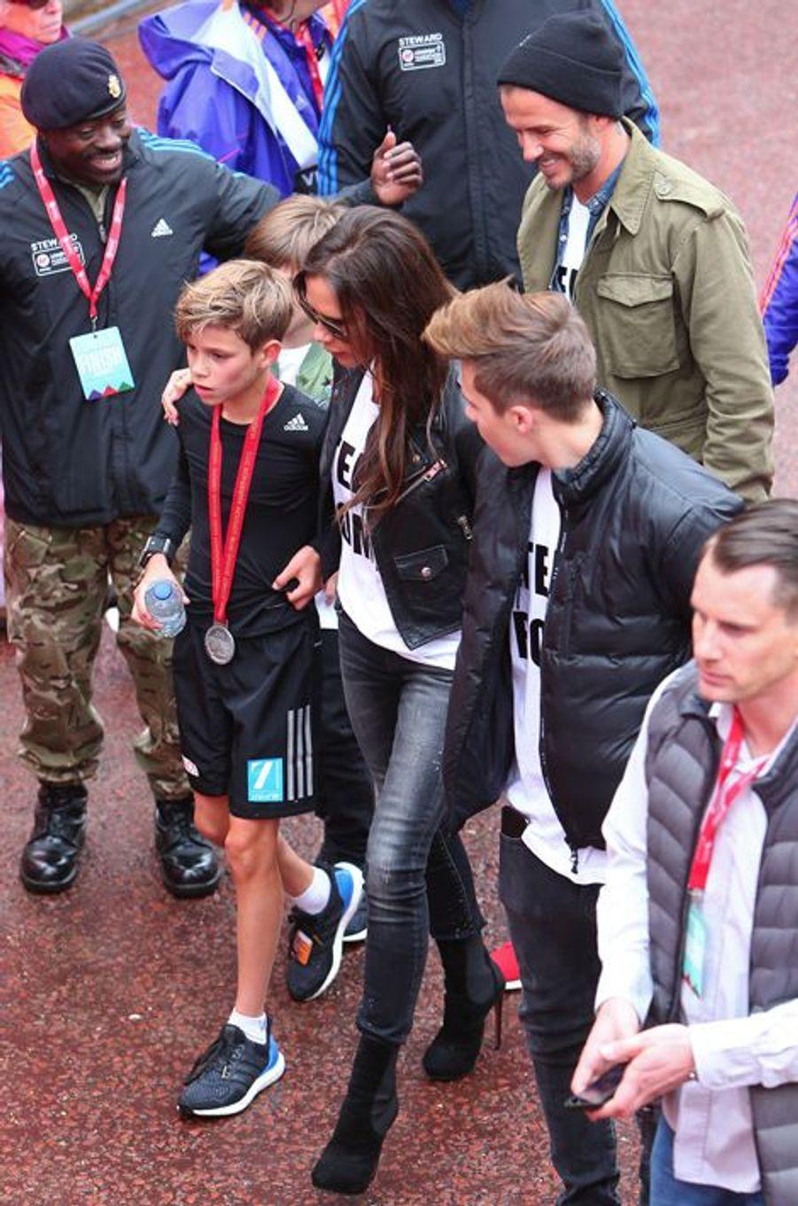 Cruz, David, Romeo, Victoria et Brooklyn Beckham à Londres le 26 avril 2015
